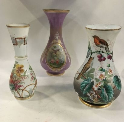 Ensemble de 3 très beaux vases en verre opaliné...