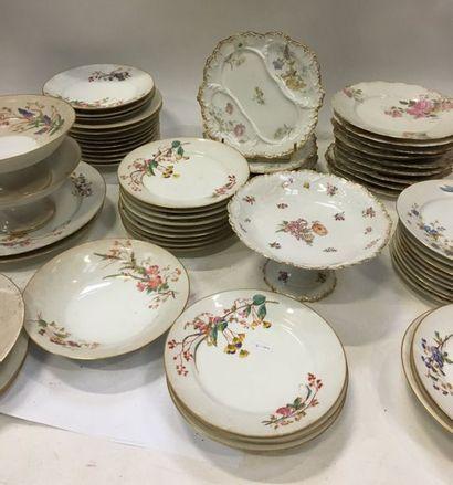 ANGOULEME - LIMOGES - DIVERS  Plusieurs parties de services en porcelaine divers...