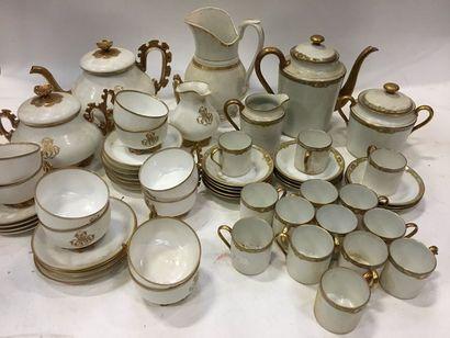 LIMOGES et divers  Plusieurs parties de services à thé/café en porcelaine comprenant...