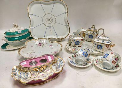 PARIS  Ensemble divers et variés en porcelaine...