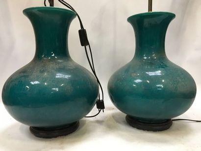 Paire de vases en céramiques vert emeraude...