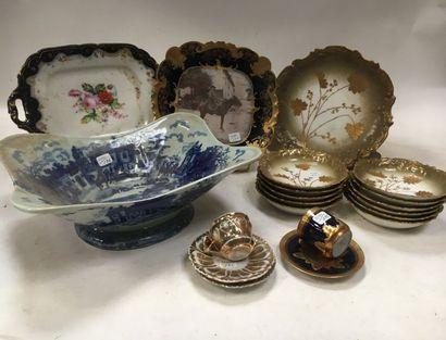 LIMOGES et divers    Lot en porcelaine polychrome comprenant :  - Petit service...