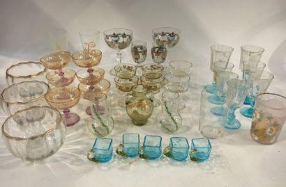 Lot en cristal divers et verreries comprenant :  - MARY GREGORY : une bonbonnière...