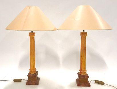 Paire de lampes à fût en bois en forme de...