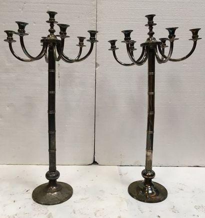 Paire de grands candélabres en métal argenté...