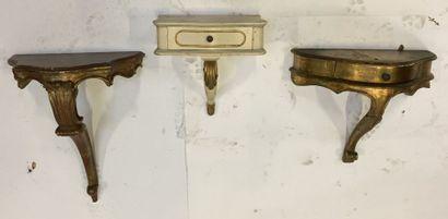 Ensemble de 3 petites consoles en bois doré...