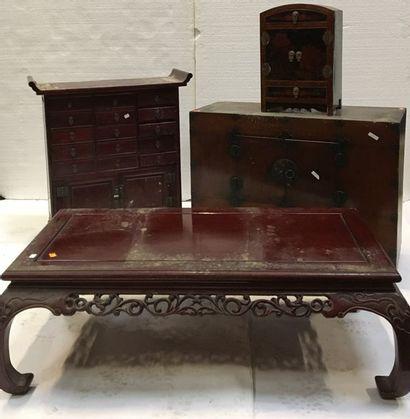 JAPON et CHINE  - 1 petit meuble ouvrant...