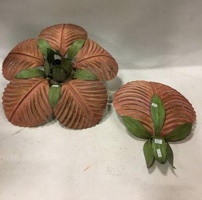 Paire de petits lustres cage à 3 bras de lumières en fer et tôle laqué vert, rouge...