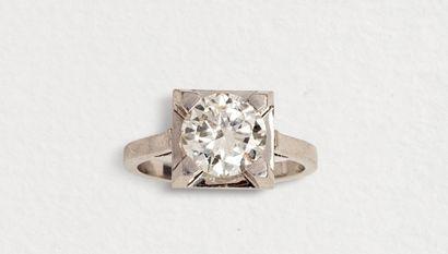 Solitaire en platine orné d'un diamant taille...