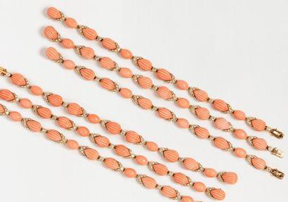 Ensemble de six bracelets BOUCHERON en or...