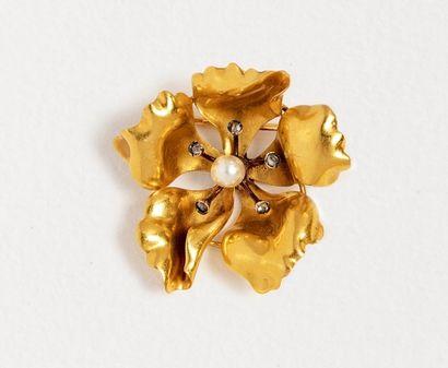 Broche fleur en or jaune 18k (750 millièmes)...