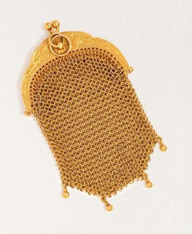 Petite bourse en or jaune 18k (750 millièmes). Poids brut : 37,3 g