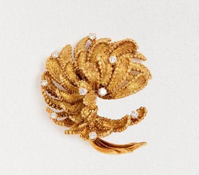 Broche fleur en or jaune amati 18k (750 millièmes)...