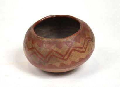 Vase à décor en dents de scie Terre cuite...