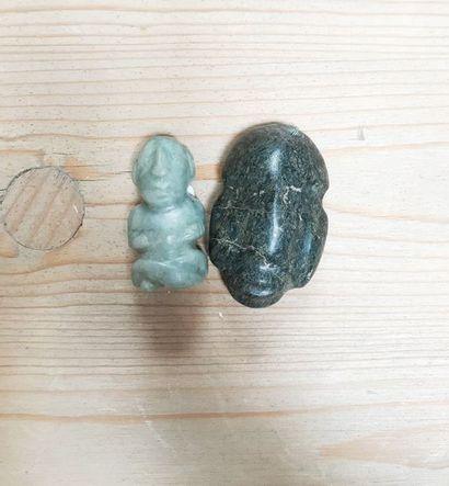 Ensemble : - Masque en pierre verte mouchetée...