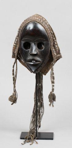 Masque de danse accompagné de sa coiffe d'origine....