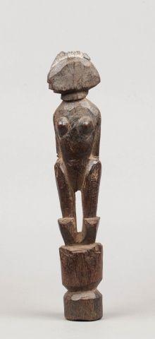Statue présentant un personnage féminin,...