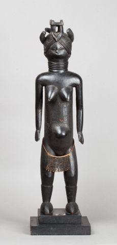 Statue féminine présentant une danseuse masquée,...