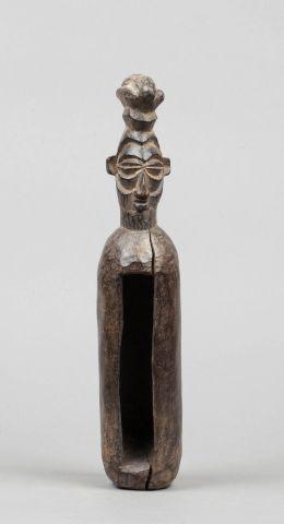 Petit tambourin sculpté d'une tête ancestrale...