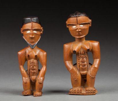 Paire de statuettes d'un couple de dignitaires...