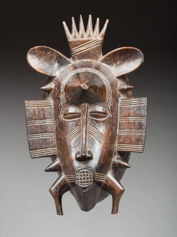 Masque de corporation Kpelié représentant...