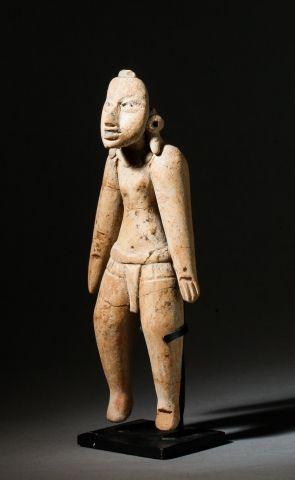 Statuette présentant un joueur de balle,...
