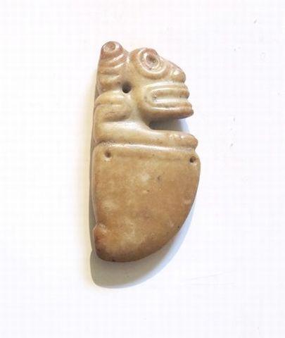 Amulette présentant un buste de Zemi. Pierre...
