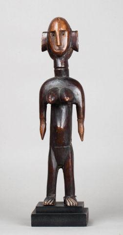 Statuette féminine de la société du Jo. Ellle...