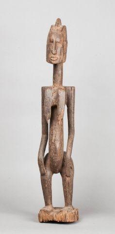 Statue féminine en bois érodé De style Dogon,...