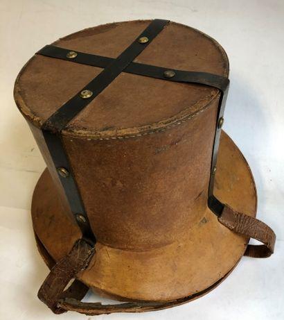 Porte-chapeau haut de forme pour voiture...