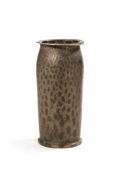 Jean DUNAND (1877 - 1942) Important vase à corps tubulaire et col resserré évasé...