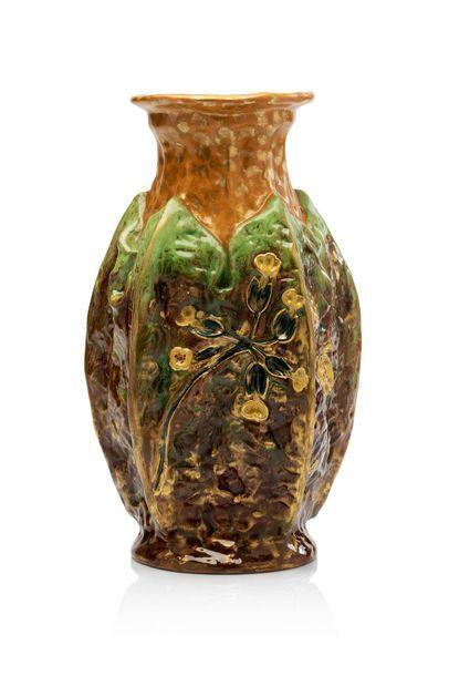 Emile GALLE (1846 - 1904) Vase en céramique...