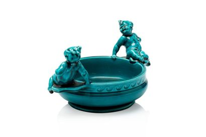 """Théodore DECK (1823 - 1891) Coupe circulaire en faïence émaillée """"bleu Deck"""" à décor..."""
