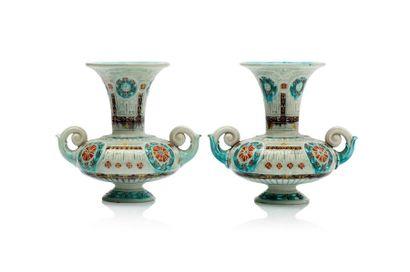 Théodore DECK (1823 - 1891) Paire de vases en faïence de forme balustre sur piédouche...