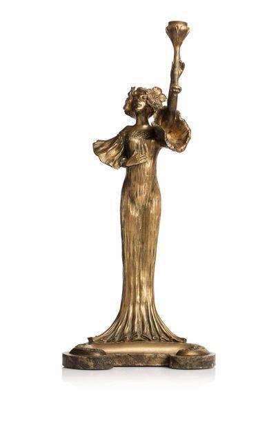 Louis CHALON (1866 - 1940 ) Lampe en bronze doré et base en marbre vert figurant...