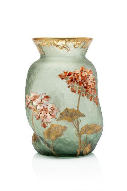 """MONTJOYE (Verreries de Saint-Denis) """"Géraniums"""" Vase en verre teinté vert, de forme..."""