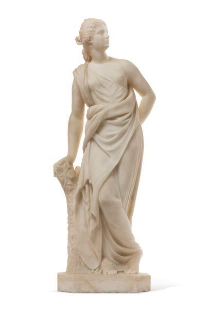 Travail Italien fin XIXe Sculpture en marbre blanc figurant une femme habillée à...