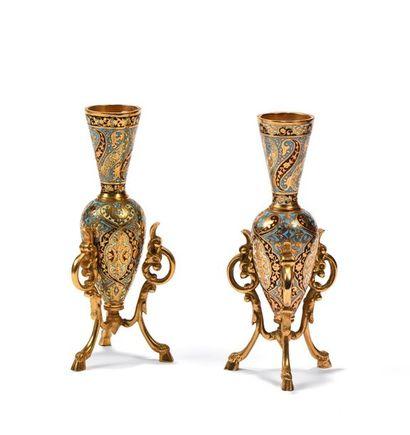 Paire de vases de forme ovoïde à haut col...