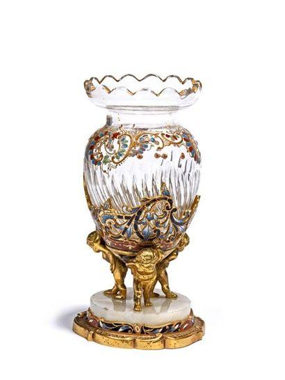 Vase de forme ovoïde en verre émaillé polychrome...