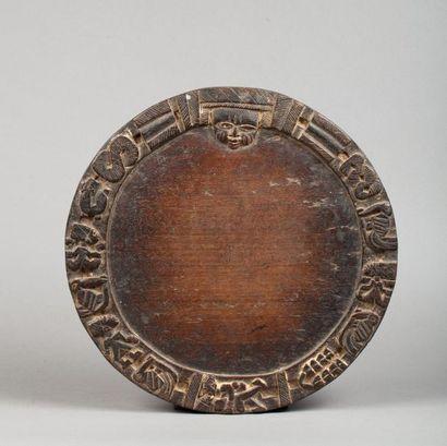 Plateau de divination circulaire orné, d'un...