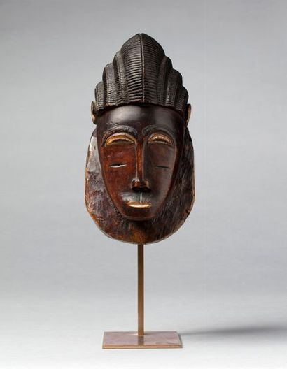Masque sabot présentant la tête d'un dignitaire,...
