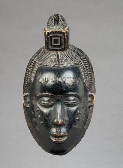 Masque de danse présentant un visage déterminé,...