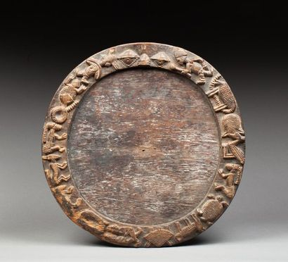 Plateau de divination sur piédestal circulaire...