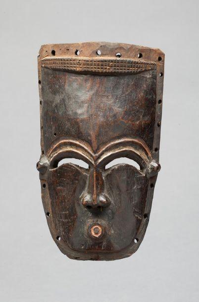 Masque présentant un visage dont la bouche...