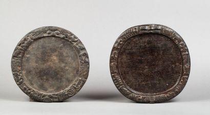 Ensemble de deux plateaux de divination circulaires....