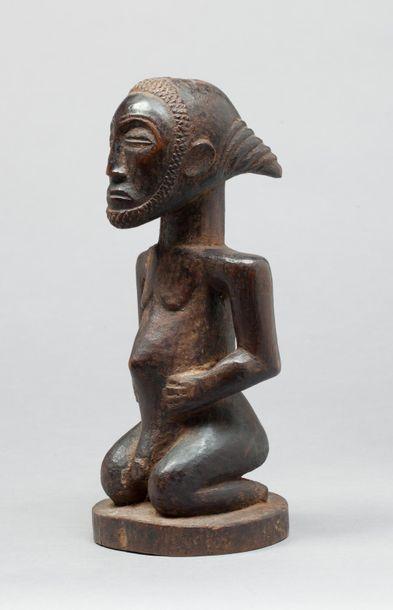 Statue votive présentant un ancêtre masculin...