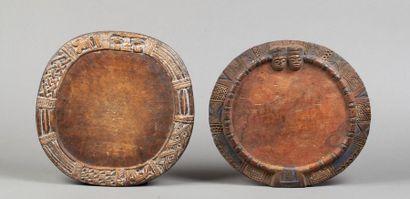 Deux plateaux de divination circulaires à...