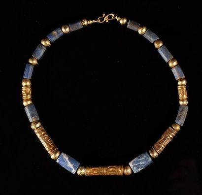 Collier composé de perles tubulaires et ovoides...