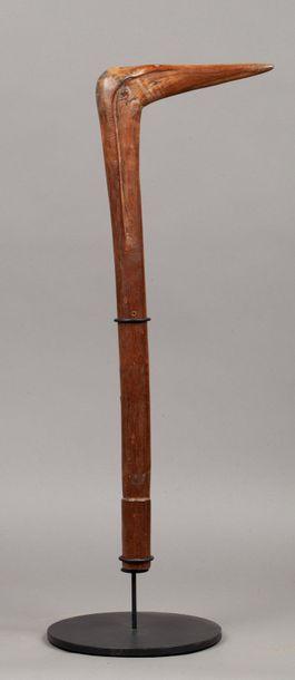 Massue bec d'oiseau  Bois dur, anciennes marques d'usage  Kanak, Nouvelle Calédonie,...