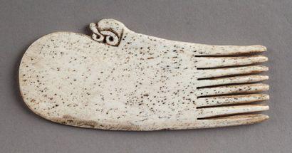 Peigne présentant une tête d'oiseau stylisée....